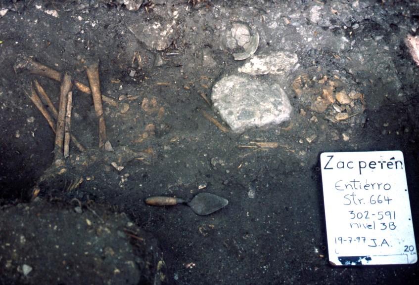 Zacpeten, Str 664, Burial 664-1