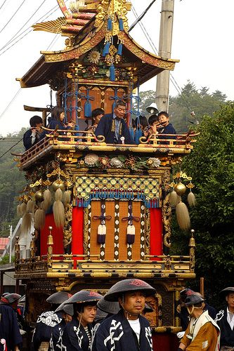 Takayama Matsuri is a beautiful festival in Japan made in the old town of Takayama, in which tall decorated shrines and floats are pulled throughout the town