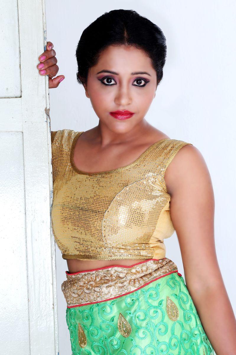 Actress Anusha Nair Pics (17)