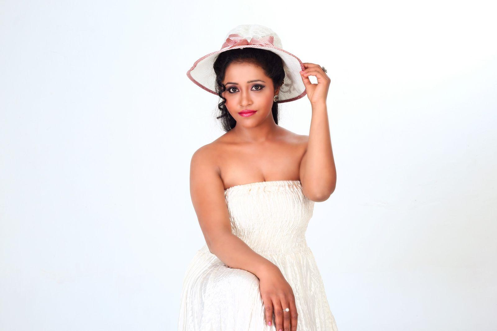Actress Anusha Nair Pics (7)