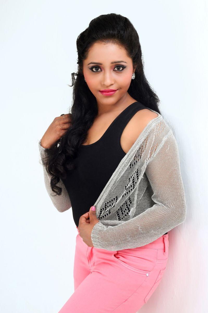 Actress Anusha Nair Pics (9)