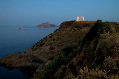 The temple of Poseidon in Sounio before sunrise.