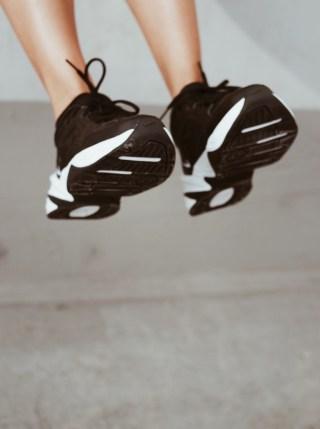 perfekte schwarze sneaker nike tekno jacqueline isabelle 3