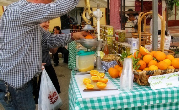 Anti- anti-social behavior: Squeeze your own orange juice on sale in the streets of Beirut