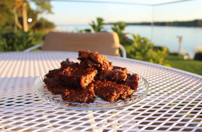 The most DELICIOUS PALEO FLOURLESS Zucchini Brownies for all chocolate lovers!