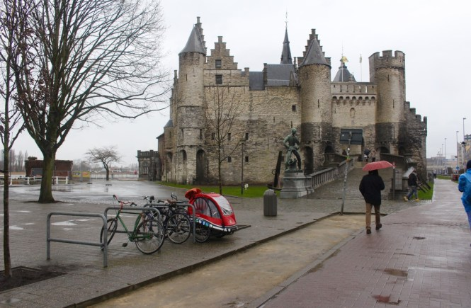What to do with one day in Antwerp, Belgium. Mussels, Castles, Beer, and More!