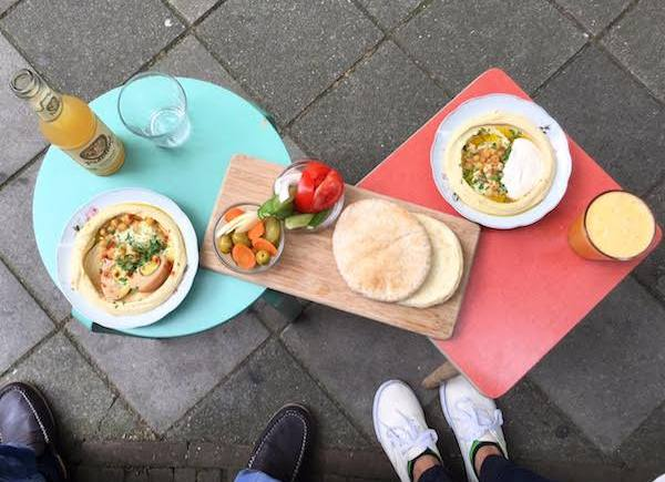 If you're on a Sunday stroll in de Pijp and craving something quick and fresh, stop by Sir Hummus for a surprisingly filling lunchtime treat.