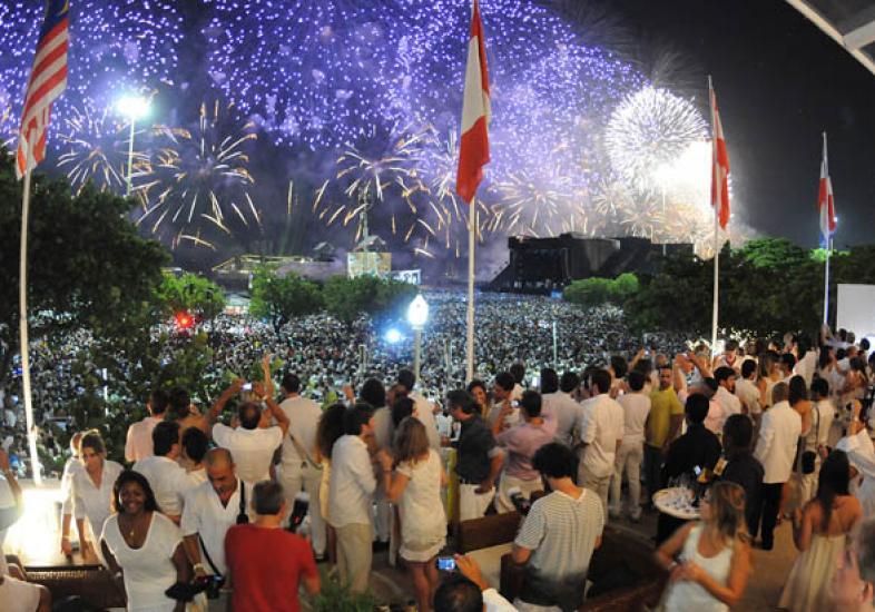 http://i1.wp.com/www.jadeseba.com.br/wp-content/uploads/2016/10/reveillon-copacabana-palace-52879.jpg?fit=786%2C550