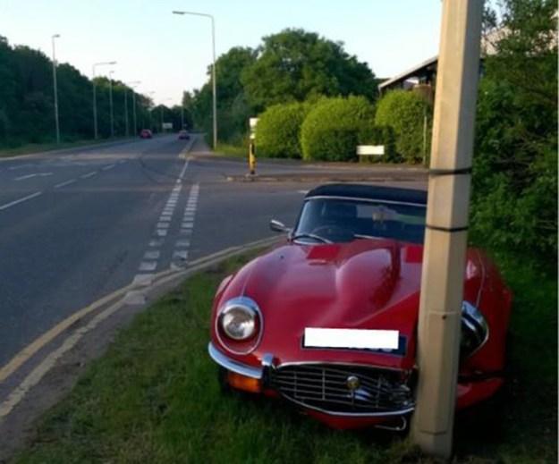 jaguar-e-type-roadster_crash