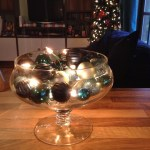 Easy Christmas decor – a bowl full of baubles and fairy lights