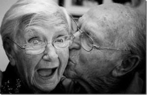 Estudos mostram que homens que fazem sexo com mais frequência tem uma expectativa de vida maior