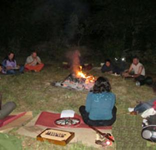 Casa-Rural-Jardin-Mandala-Instalaciones-Espacio-para-hogueras-y-celebraciones