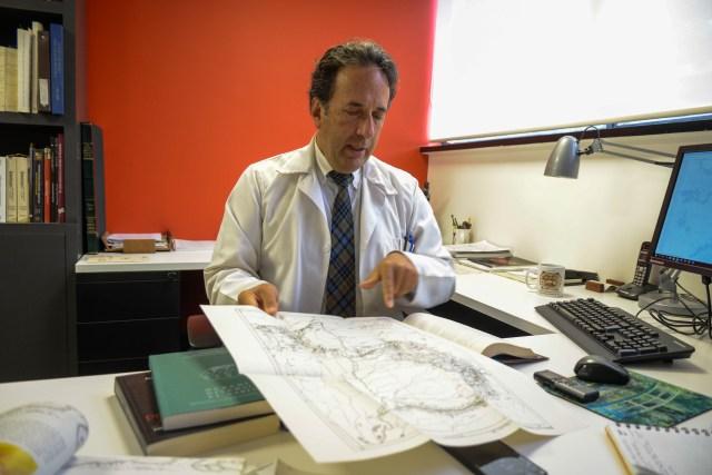 Alberto Gómez es un apasionado de seguirles los pasos a los científicos que recorrieron Colombia. Esa afición suya es el germen de Geoatico.