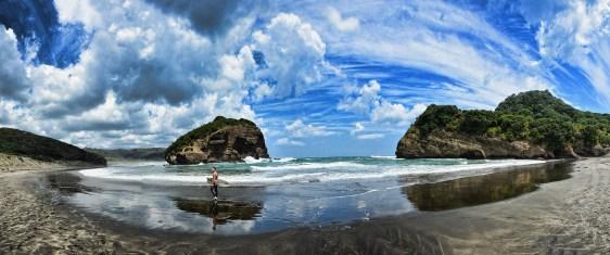 Surfing - Bethells Beach - New Zealand 2016