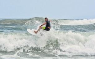 Surfing_Bethells_Beach-New_Zealand_DSC_2546_Small