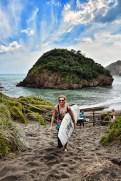 Surfing_Bethells_Beach-New_Zealand_DSC_2717_Small