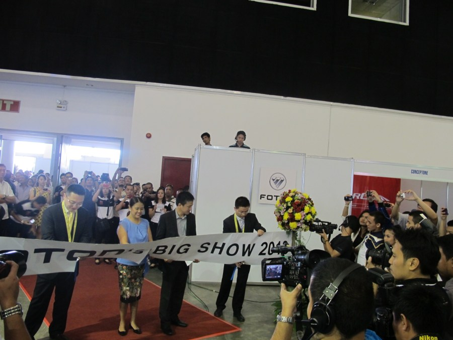 Foton Big Show 2013 Ribbon Cutting