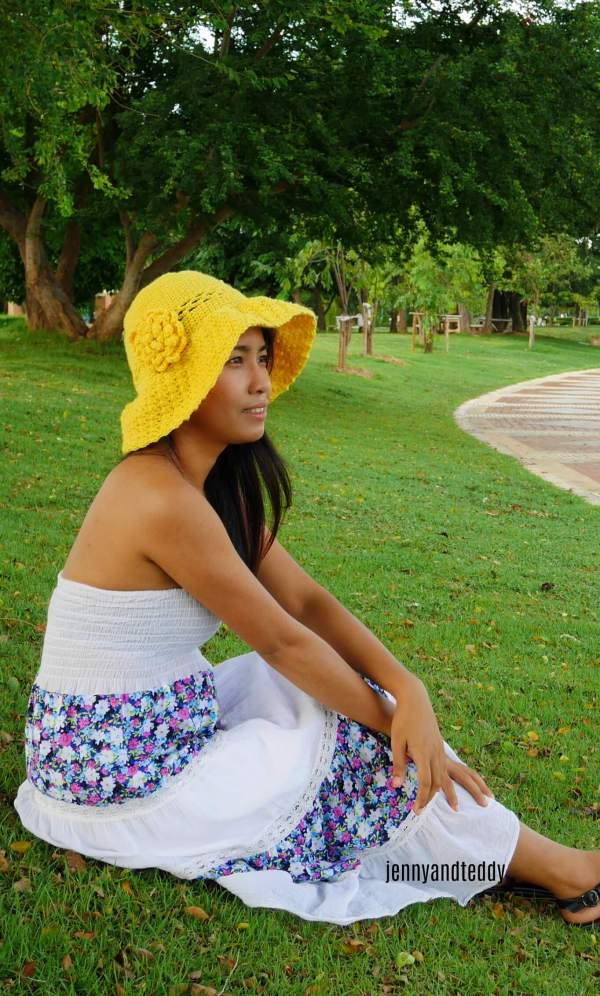 1easy wide brim crochet sun hat with flower for beginner