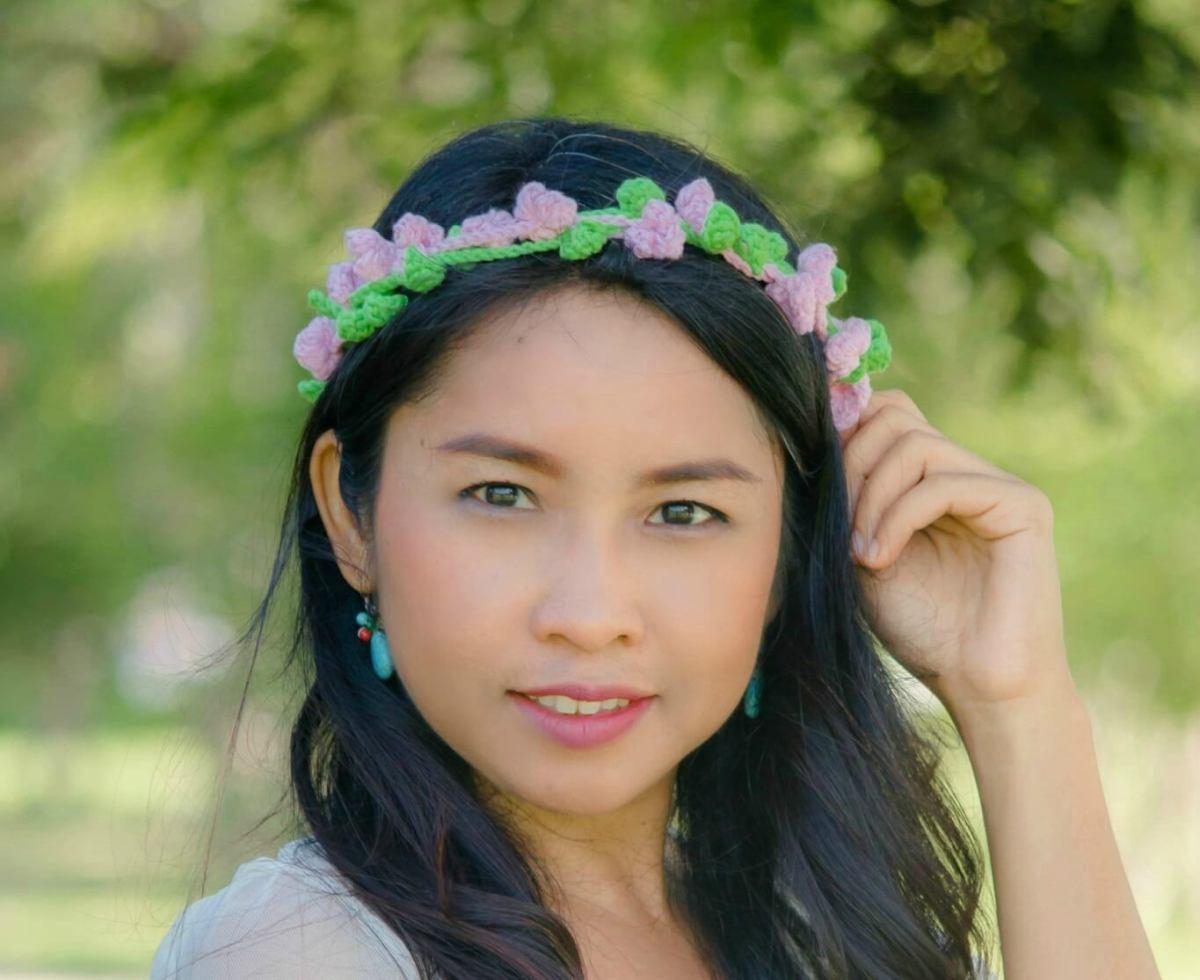 Delia flowers crown free crochet pattern