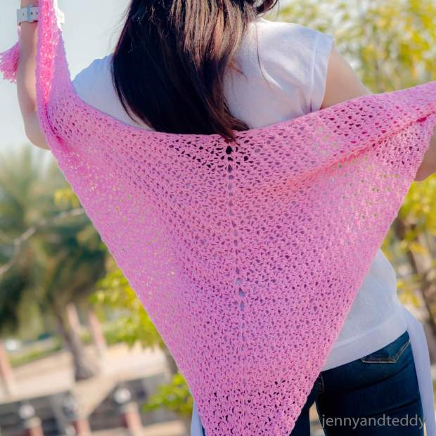 the beginner weekend triangle scarf crochet free pattern