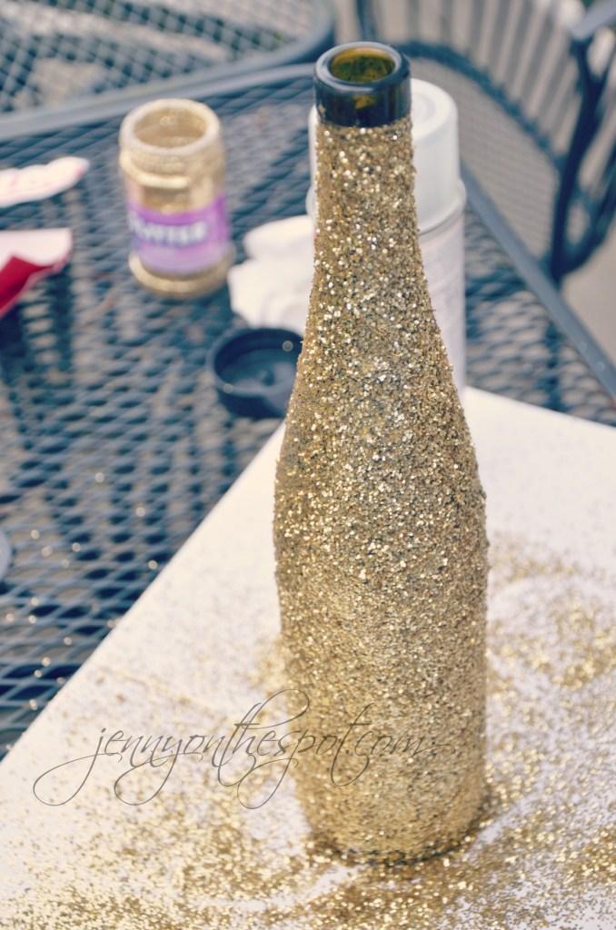 Glittered Wine Bottle via @jennyonthespot // www.jennyonthespot.com