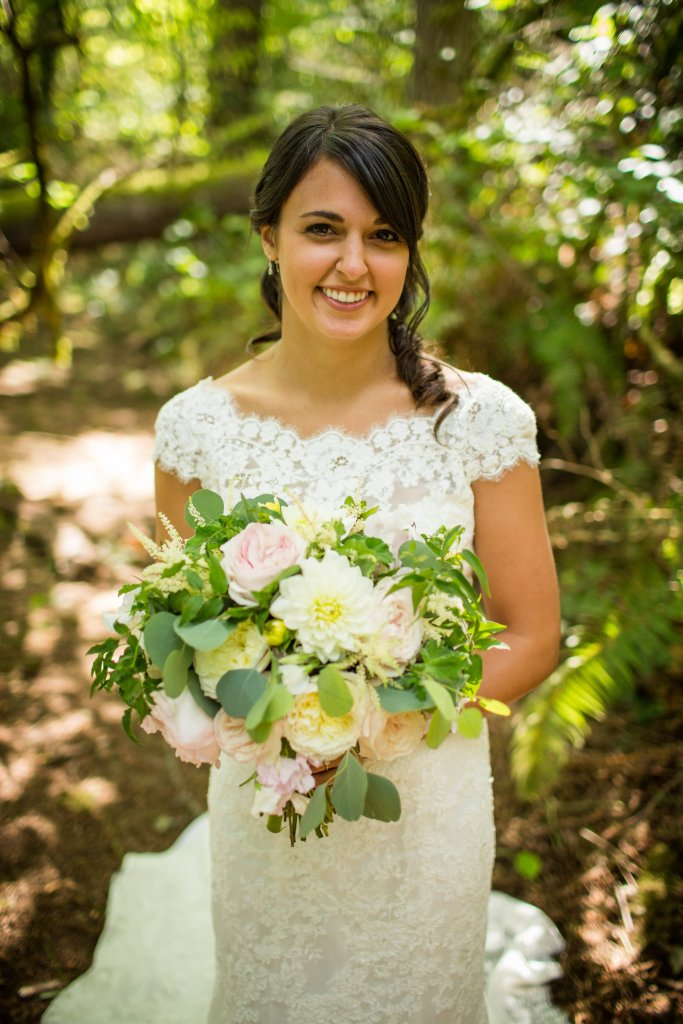 Gig Harbor Wedding, Garden Rose & Dahlia Bouquet