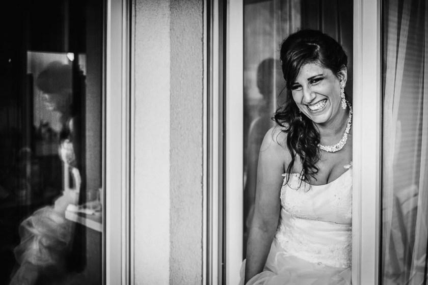 portrait mariée sourire joie tendresse jeremy fiori photographe mariage angers