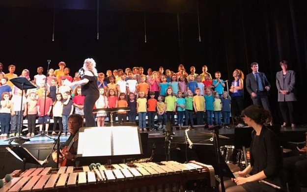 Les écoles chantantes au Théâtre de Grasse 01