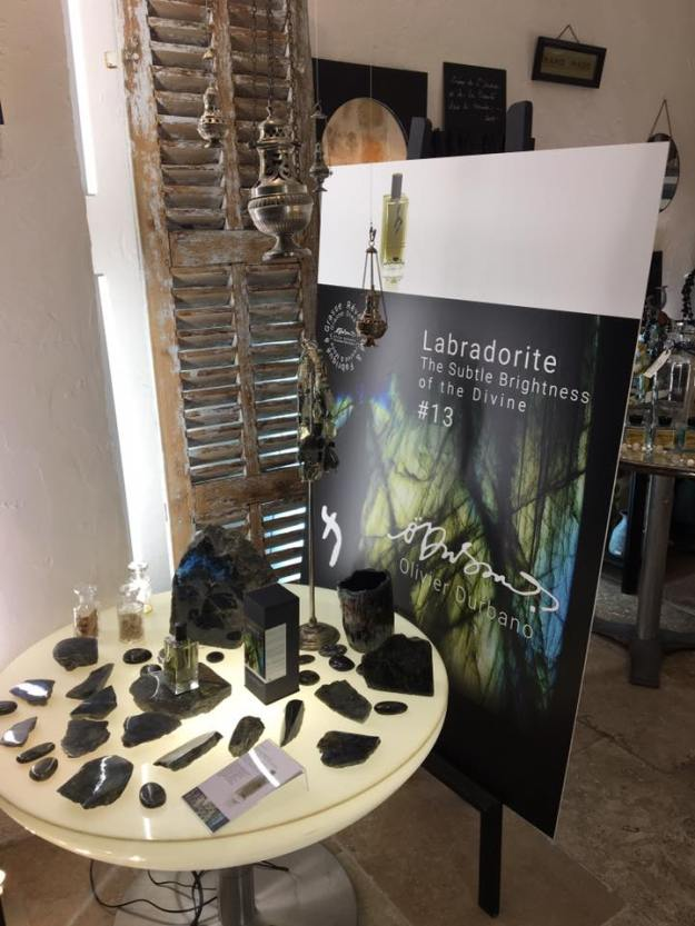 La boutique Bijoux et Parfums de Pierres Poèmes fête ses 1 an 02