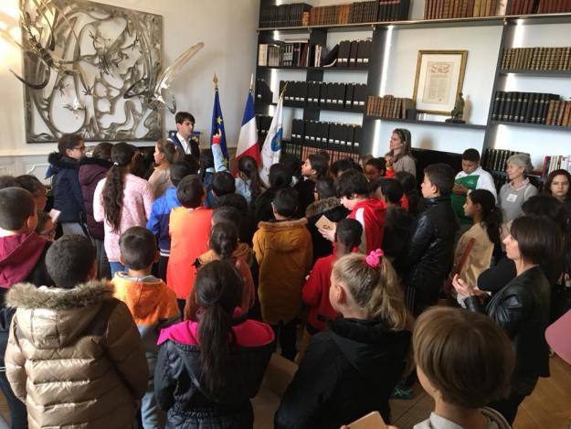 Moment riche en échanges avec ces citoyens en herbe de l'école Jean Crabalona 02