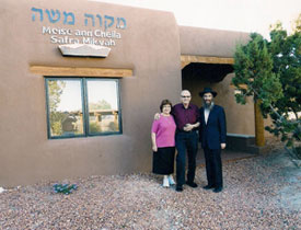 Barbara and Dov Gilor with Rabbi Levertov in front of the Santa Fe mikvah.