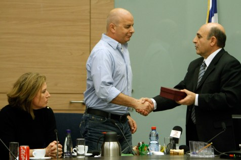 Shaul Mofaz and Tzipi Livni in Knesset's Foreign Affairs and Defense committee session.