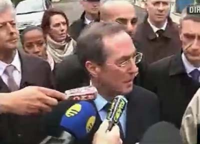 French Interior Minister Claude Guant describes the raid on gunman&#039;s apartment.