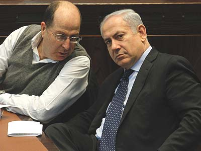 Deputy Prime Minister Ya&#039;acov (Boogie) Ya&#039;alon (L) speaking with Prime Minister Benjamin Netanyahu in the Knesset.