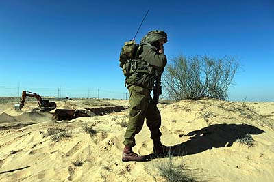 An IDF soldier patrolling Israel&#039;s border with the Sinai.