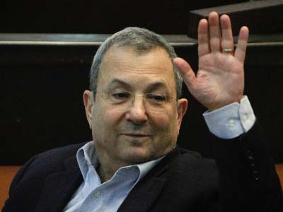 Defense Minister Ehud Barak plans to move ahead with evacuation of Beit El neighborhood, makes fun of ministers who challenge him.