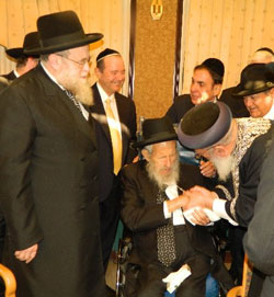 Rabbi Hecht being greeted by Chief Rabbi Shlomo Amar.