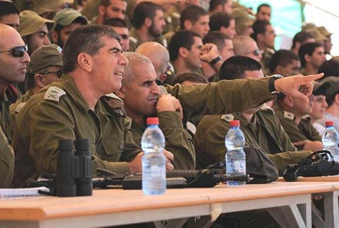 Major General Sami Turgeman (pointing) with former IDf Chief of Staff Gabi Ashkenazi (L) dring the latter's visit to the army base in Shizafon, October, 2010.