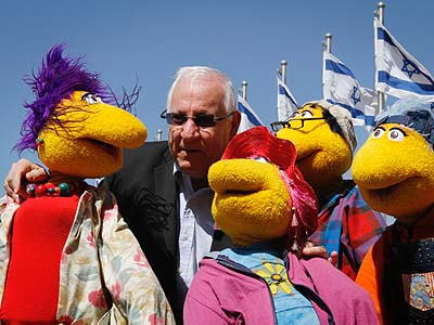 Chairman of the 18th Knesset Reuven Rivlin (2nd from left) will announce an election vacation starting Tuesday or Wednesday.