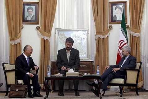International Atomic Energy Agency Director General Yukiya Amano (L.) met with with Iran's chief nuclear negotiator Saeed Jalili (R.) on Sunday.