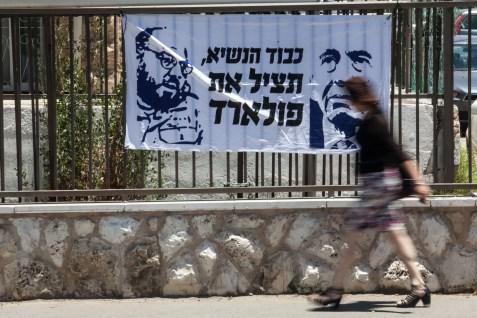 Sign calling on Israeli president Shimon Peres to help free Jonathan Pollard.