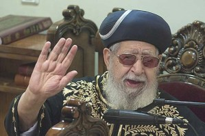 Spiritual leader of the Shas party, Rabbi Ovadia Yosef during evening prayer in his synagogue in Yefe Noff, Jerusalem.