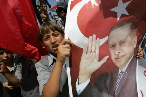 Palestinian Authority students in Gaza rallying for Turkish President Recep Tayyip Erdogan to visit the enclave in 2011. (archive)