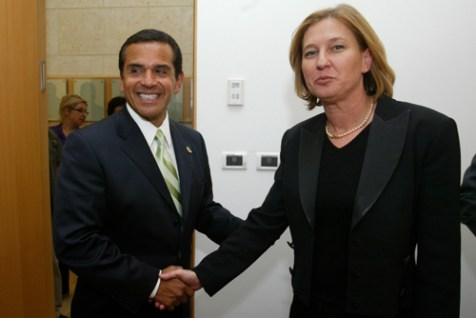 LA Mayor Antonio Villaraigosa meeting with Israeli&#039;s thenForeign Minister Tzipi Livni  in Jerusalem, June 15, 2008