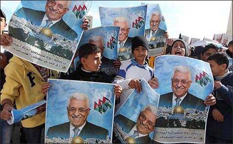 Kids in Ramallah are holding signs of Palestinian Authority President Mahmoud Abbas in support of his UN bid for observer state status.