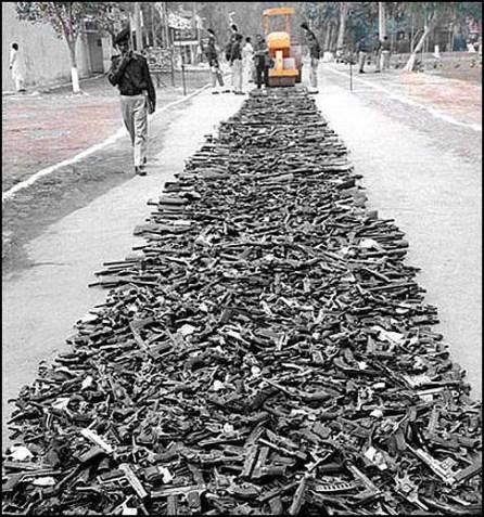 20011110-guns