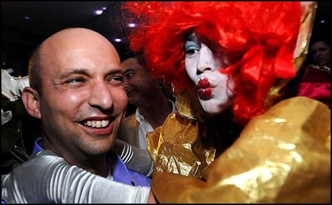HaBayit HaYehudi leader Naftali Bennett visited clubs in Tel Aviv,. December 27 2012.