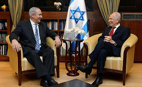 Israel's President Shimon Peres meets with Prime minister Benjamin Netanyahu in the presidential residence in Jerusalem, March 16, 2013.