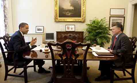 US President Barack Obama having tea with King Abdullah of Jordan, April 21, 2009.