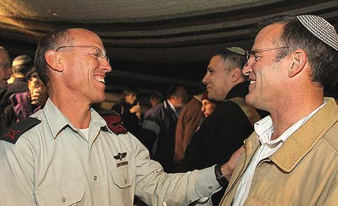 Major General Nitzan Alon, GOC Central Command (L) with former head of the Gush Etzion regional council Shaul Goldstein.